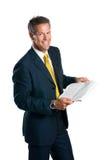 le relevé de nouvelles d'homme d'affaires Photos stock