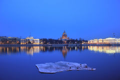 Le remblai anglais, St Isaac Cathedral, St Petersburg, Russie Photos stock