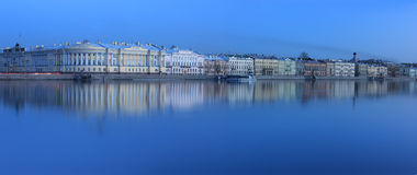 Le remblai anglais, St Petersbourg, Russie Photos stock