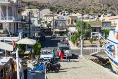 Le remblai d'une ville de touristes de petite élite - Elounda Photo libre de droits