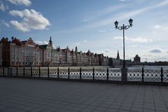 Le remblai de Bruges à Iochkar-Ola Images libres de droits