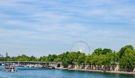 Le remblai de la Seine, pont Passerelle Solferino Photographie stock