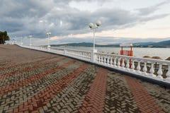 Le remblai de la ville de Gelendzhik images libres de droits