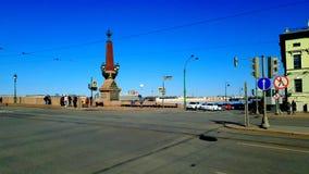 Le remblai de palais en soleil St Petersburg images stock