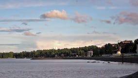 Le remblai de Petrozavodsk du lac Onego clips vidéos