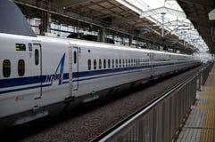 le remboursement in fine shinkansen le train Photo stock