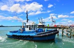 Le remorqueur fonctionne à capitaine Cook Wharf dans les ports d'Auckland Photos stock