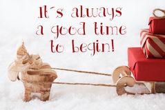 Le renne avec le traîneau sur la neige, citent le temps toujours bon commencent Photographie stock