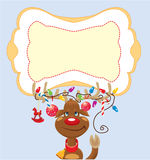 Le renne drôle avec des lumières de Noël a embrouillé dans Images stock