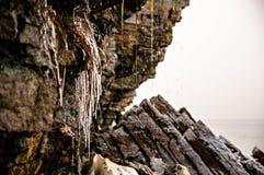 Le ressort est soulevé en falaises de Pakri Photos stock