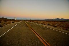 Le ressortissant traîne la route au coucher du soleil Photographie stock