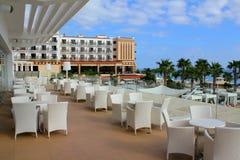 Le restaurant attend des visiteurs en Chypre images libres de droits