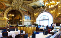 Le restaurant célèbre Le Train Bleu au Gare de Lyon à Paris Image stock