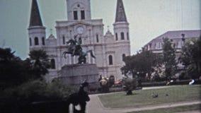 1971 : Le restaurant de Cafe Du Monde attire beaucoup de personnes tous les ans banque de vidéos