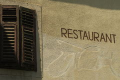 Le restaurant se connectent le mur Images libres de droits