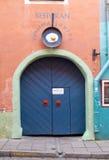 Le restaurant signent dedans vieux Tallinn Photos libres de droits