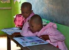 Le reste de nonnes de jeunes filles Photo libre de droits