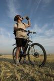 Le reste du cycliste photographie stock libre de droits