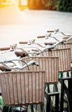 Le retro biciclette parcheggiate sulla strada Fotografia Stock Libera da Diritti