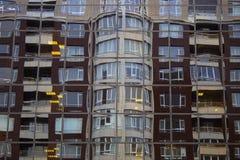 Le riflessioni rispecchiano le costruzioni di vetro immagini stock