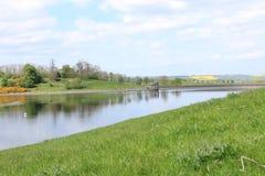 Le riflessioni si scolano il bacino idrico Immagini Stock