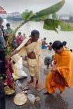 Le rituel de Kolabau au fleuve Ganga Images libres de droits