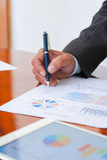 Le riunioni d'affari, i documenti, l'analisi di vendite, l'analisi risulta immagini stock libere da diritti