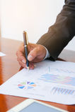Le riunioni d'affari, i documenti, l'analisi di vendite, l'analisi risulta Fotografia Stock Libera da Diritti