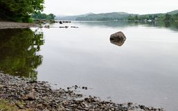 Le rivage de l'eau de Coniston Images stock