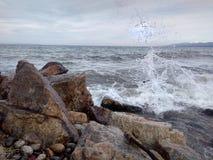 Le rivage hospitalier de Baikal est un heureux pour vous images libres de droits
