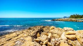 Le rivage rocheux de la côte ouest de l'île d'Oahu au lieu de villégiature de Ko Olina Photos libres de droits