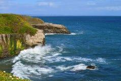 Le rivage rocheux de Santa Cruz Photographie stock
