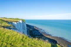 Le rive dalle scogliere bianche di Dover sul Manica Immagine Stock