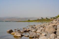 Le rive del lago Tiberiade in Galilea Fotografia Stock Libera da Diritti