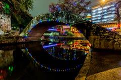 Le Riverwalk à San Antonio, le Texas, la nuit images libres de droits