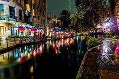 Le Riverwalk à San Antonio, le Texas, la nuit image stock