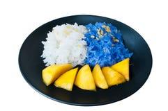 Le riz visqueux mangent avec des mangues Photos stock