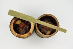 Le riz visqueux a rôti dans les joints en bambou Image libre de droits