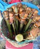 Le riz visqueux a rôti dans les joints en bambou Images stock
