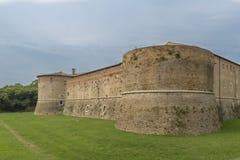 Le rocca, ou château, immergé dans le vert de l'architecture militaire du 15ème siècle images libres de droits