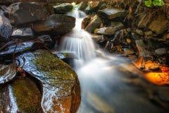 Le rocce bagnate Fotografia Stock