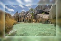 le rocce ed il mare in Seychelles Immagini Stock Libere da Diritti