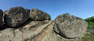 Le rocce massicce nel canyon Fotografia Stock