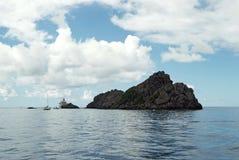 Le rocce si avvicinano alla spiaggia in Cayo Levantado, Repubblica dominicana Fotografia Stock