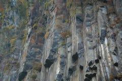 Le rocce vicino cade Immagine Stock