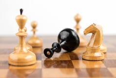Le roi d'échecs est fait échec et mat Images stock