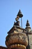 Le Roi Ranjit Malla d'image de statue dans la place de Bhaktapur Durbar Image libre de droits