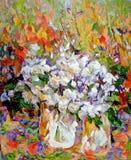 Le rose bianche sbocciano in coltello di vetro di struttura del primo piano dell'olio del vaso pallido illustrazione di stock
