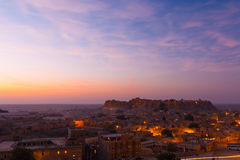 Le rose de lever de soleil de fort de Jaisalmer opacifie les Chambres H Photos libres de droits