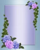 Le rose delimitano l'invito elegante di cerimonia nuziale Fotografia Stock